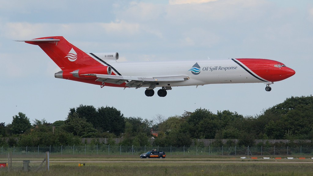 T2 Aviation 727-200 G-OSRB arrived from Lasham at 16:55.<br /> By Jim Calow.