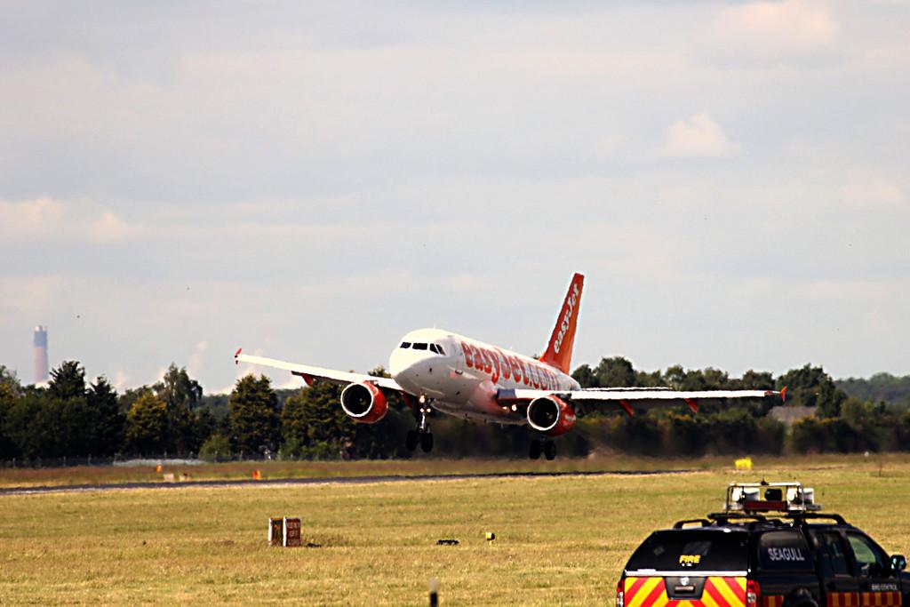 EasyJet A319 G-EZEB <br /> By Graham Vlacho.