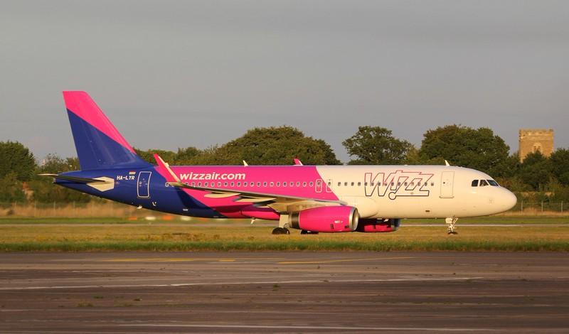 Wizz Air, A320, HA-LYR<br /> By Jim Calow.