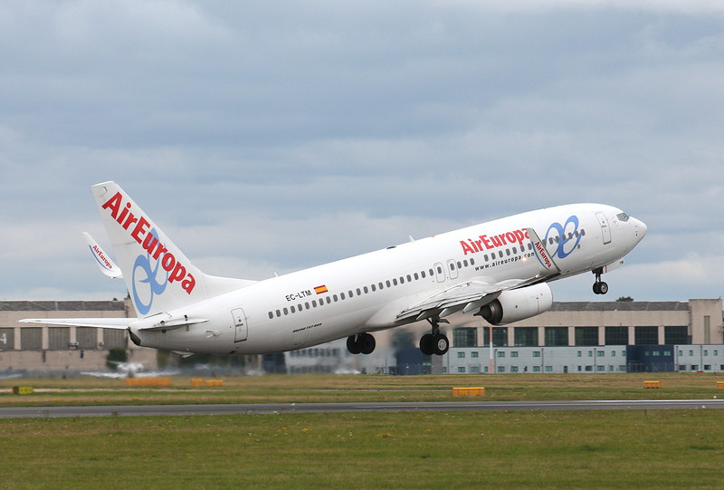 Air Europa, 737-800, EC-LTM <br /> By Clive Featherstone.