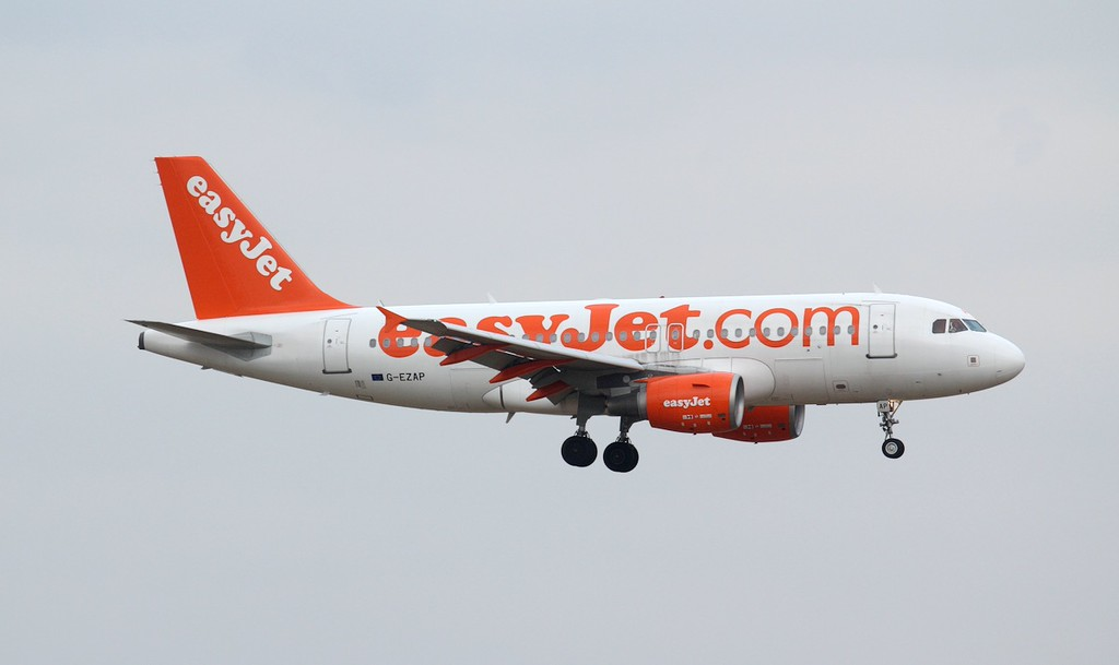 easyJet, A319, G-EZAP<br /> By Jim Calow.