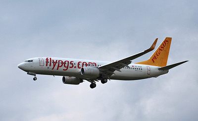Pegasus Airlines, 737-800, TC-AAZ By Raymond Guy.
