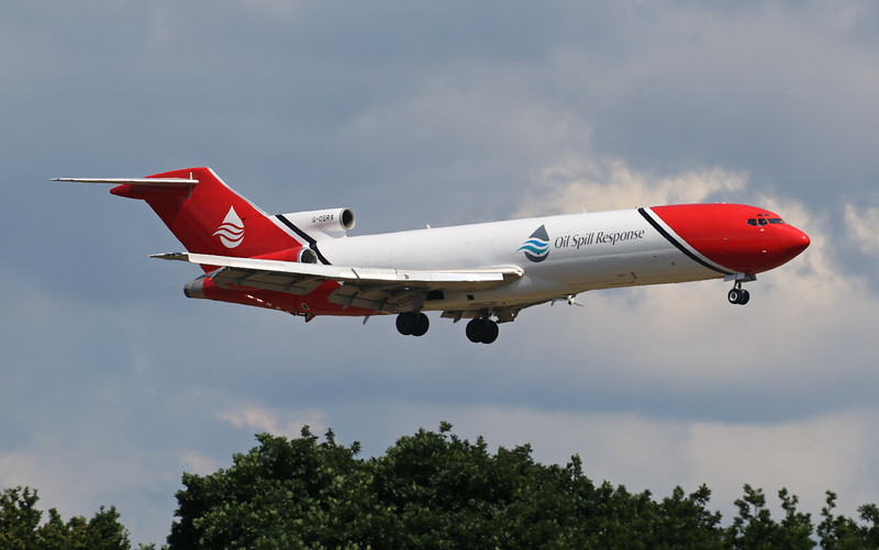 T2 Aviation, 727-200, G-OSRA<br /> By Correne Calow.