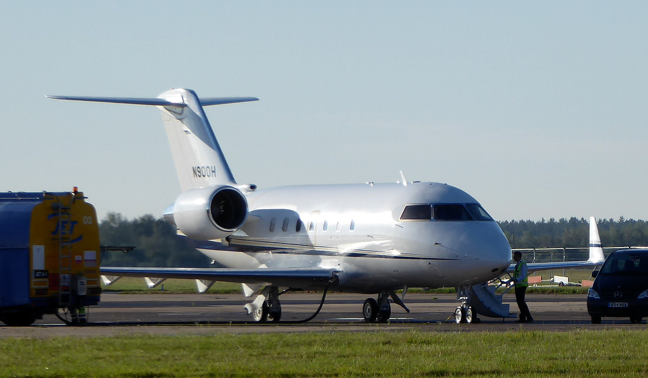 Challenger CL-600-2B16 , N900H<br /> By Correne Calow.