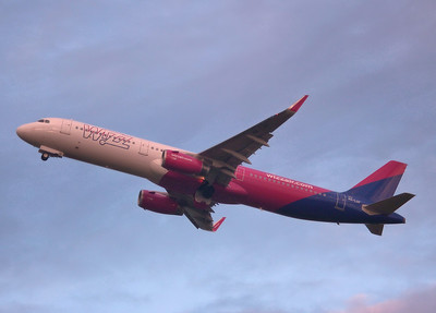 Wizz Air A321 HA-LXF By Graham Miller.