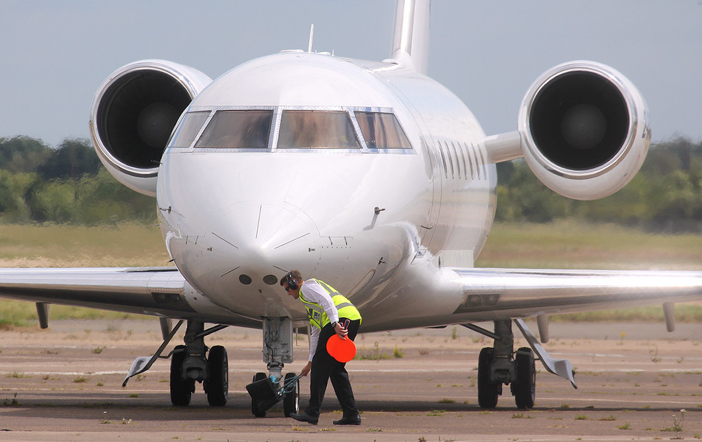 Volare Aviation, Challenger 601-3A, 2-JFJC<br /> By Jim Calow.