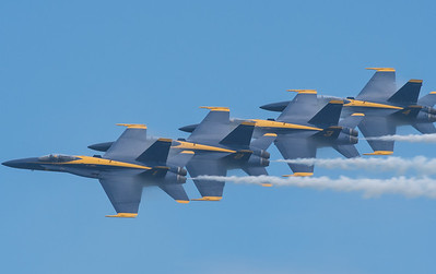 Blue Angels - Echelon Parade at 400 mph - vapes