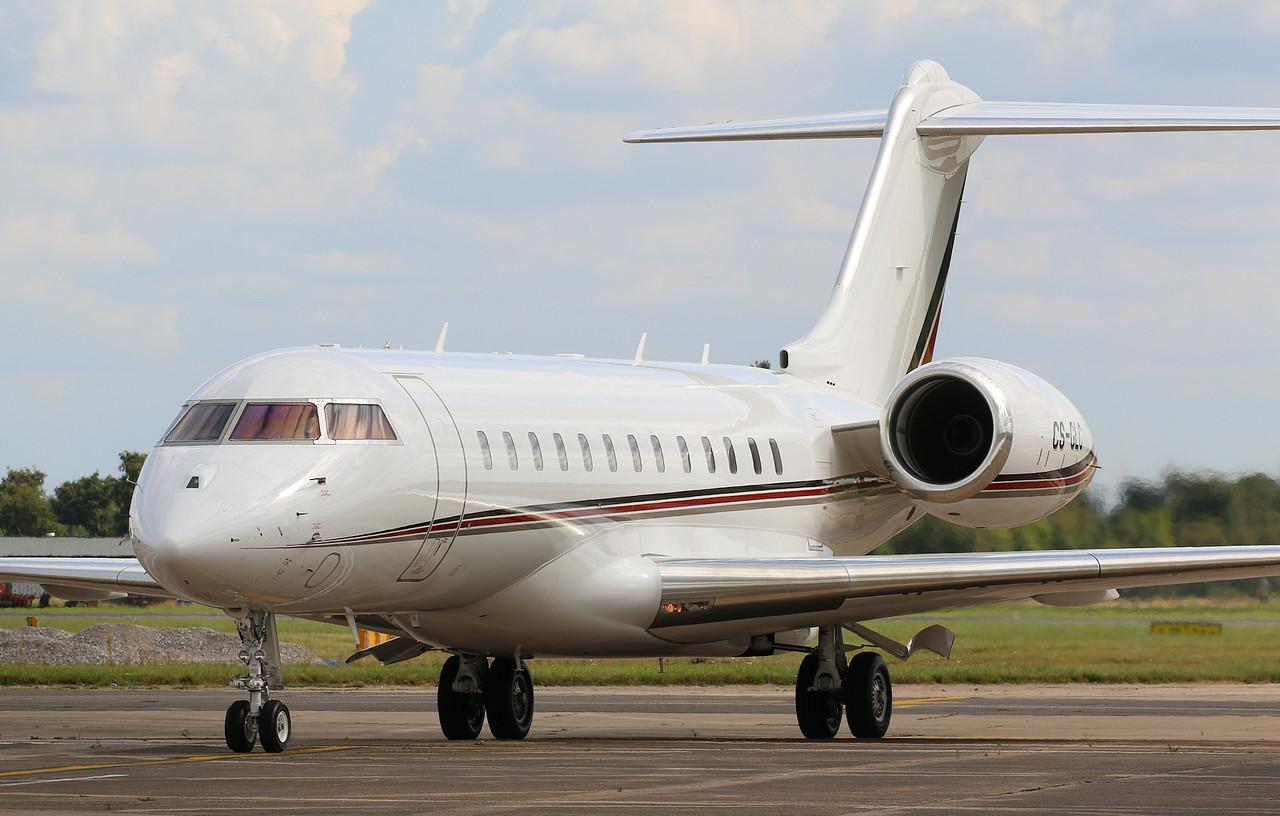 NetJets Europe Bombardier BD-700-1A10 Global 6000, CS-GLC<br /> By Correne Calow.