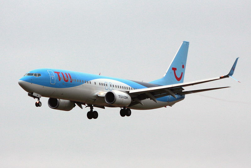 TUI Airways, 737-800, G-FDZW<br /> By Graham Miller.