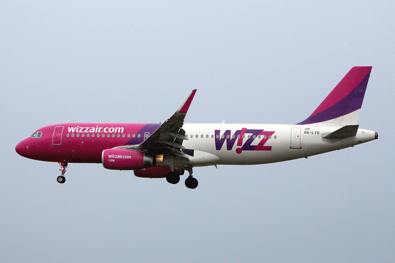 Wizz Air, A320, HA-LYO; a weather diversion from Skopje to Luton<br /> By Graham Miller.