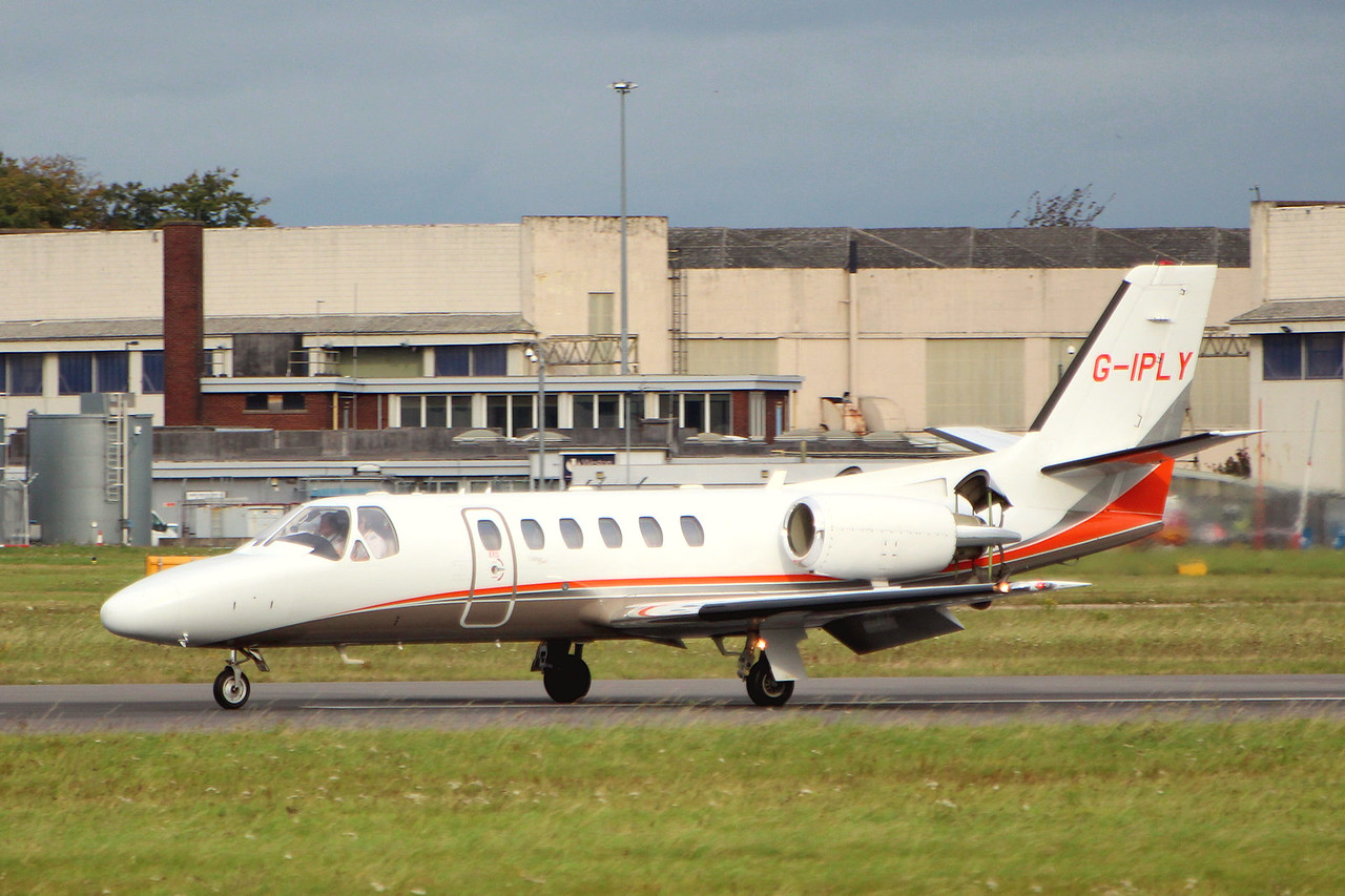 International Plywood (Aviation) Ltd, Cessna 550 Citation Bravo, G-IPLY<br /> By Graham Miller.