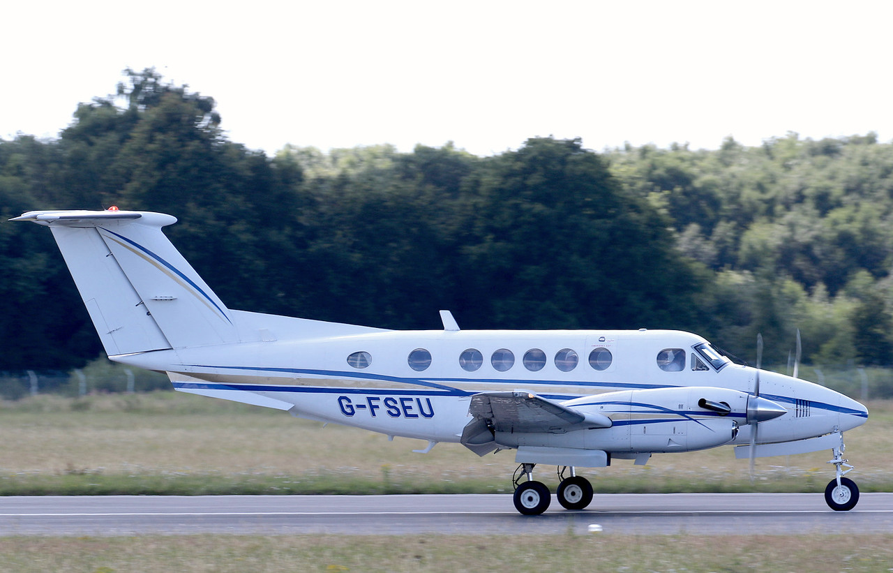2Excel, Beech 200 Super King Air, G-FSEU<br /> By Correne Calow.