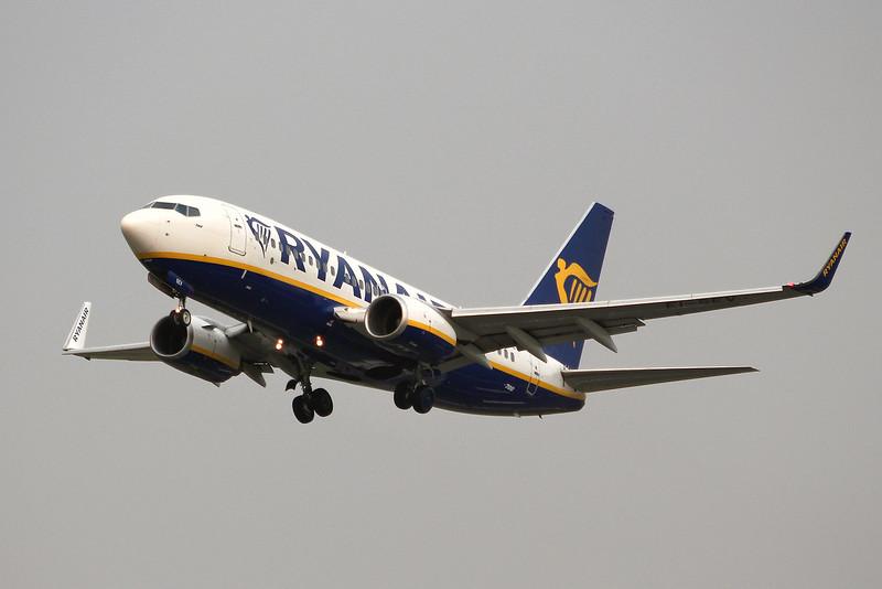 Ryanair, 737-700, EI-SEV<br /> By Graham Miller.