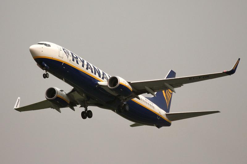 Ryanair, 737-800, EI-FOK<br /> By Graham Miller.