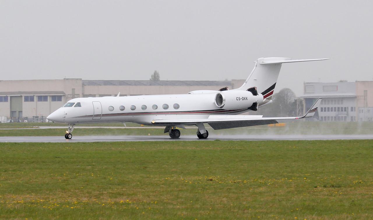 Netjets, Gulfstream G550, CS-DKK<br /> By Jim Calow.