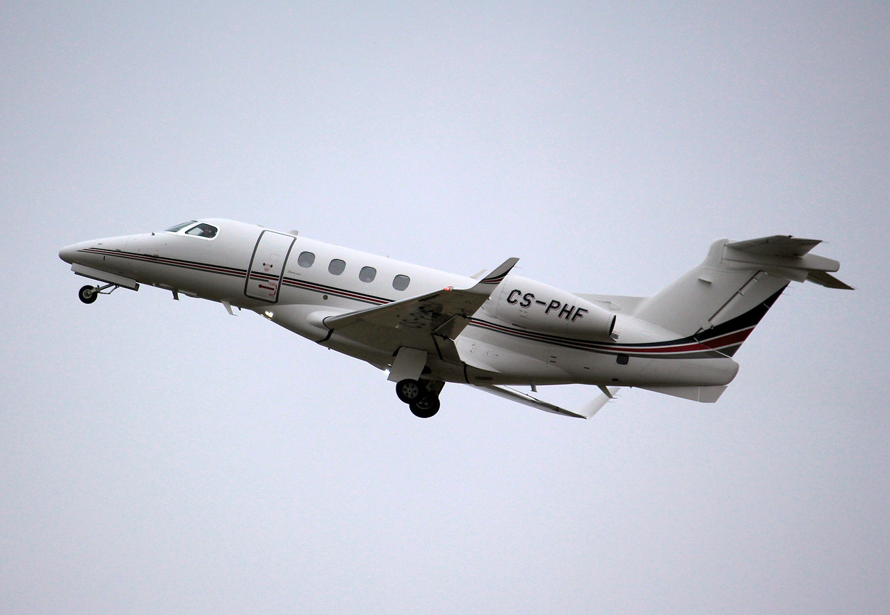 NetJets Europe Embraer EMB-505 Phenom 300, CS-PHF<br /> By Graham Miller.