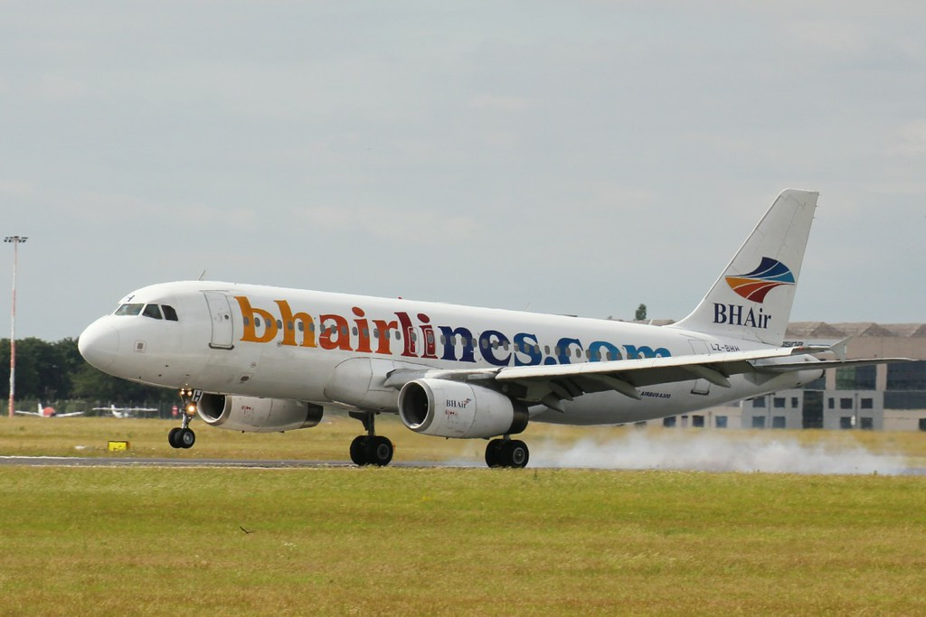 BH Airlines A320 LZ-BHH<br /> By Clive Featherstone.