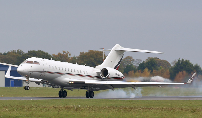 Netjets Europe, Bombardier BD-700-1A10 Global 6000, CS-GLD<br /> By Correne Calow.