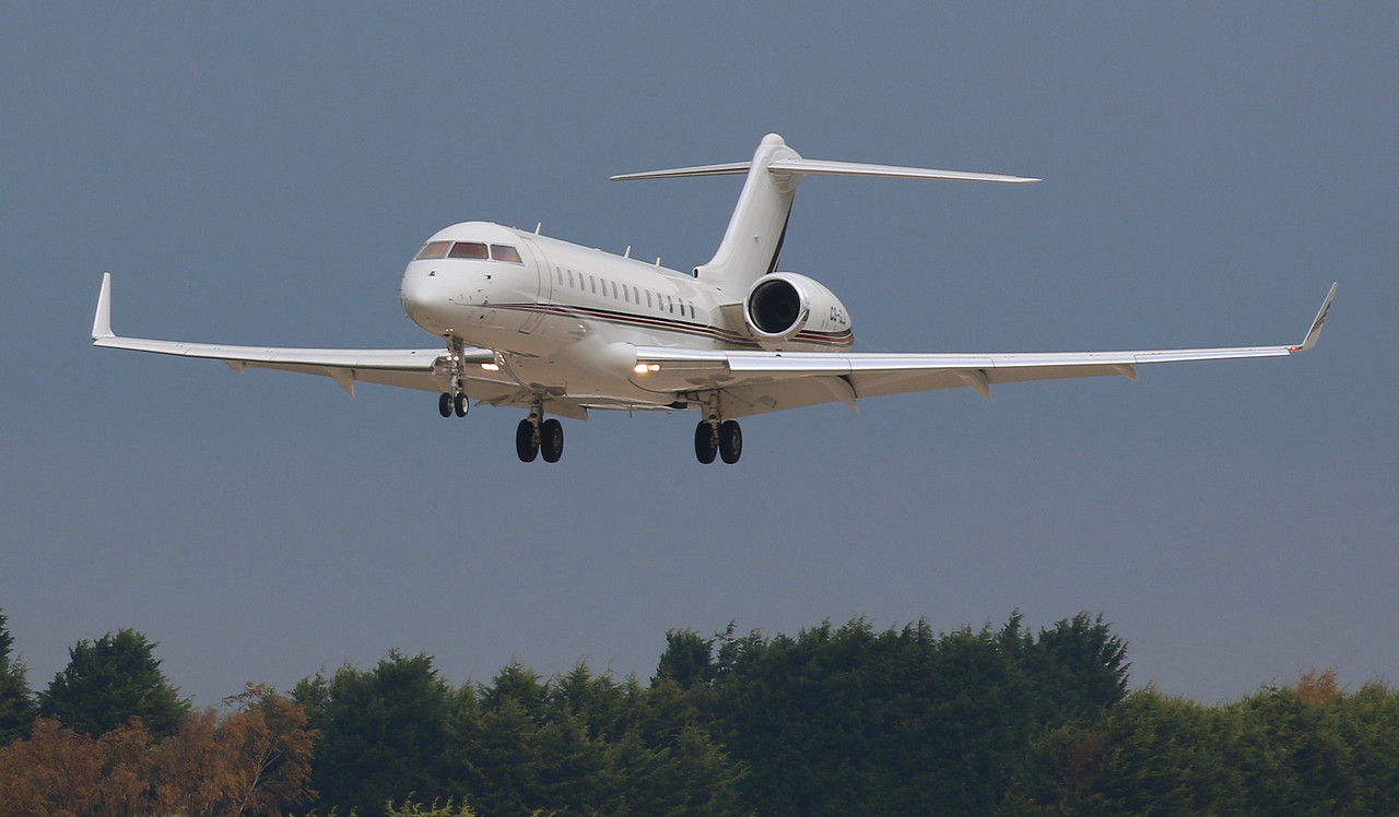 Netjets Europe, Bombardier BD-700-1A10 Global 6000, CS-GLD inbound from Dublin.<br /> By Correne Calow.