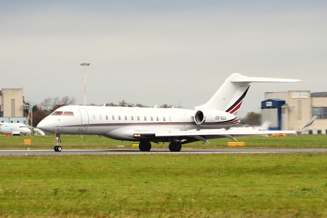 Netjets Europe, Bombardier BD-700-1A10 Global 6000, CS-GLD<br /> By Graham Miller.