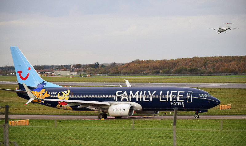 TUI Airways, 737-800, G-FDZG (Family Life Hotels Livery)<br /> By Ray Spencer.