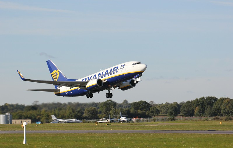 Ryanair 737-700 EI-SEV<br /> By Clive Featherstone.