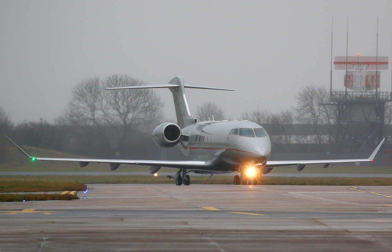 VistaJet, Bombardier Challenger 350 , 9H-VCJ diverted from Leeds due to snow.<br /> By Correne Calow.