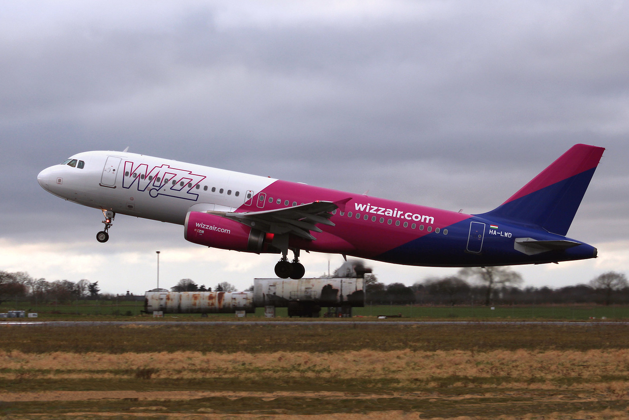 Wizz Air, A320, HA-LWD<br /> By Graham Miller.