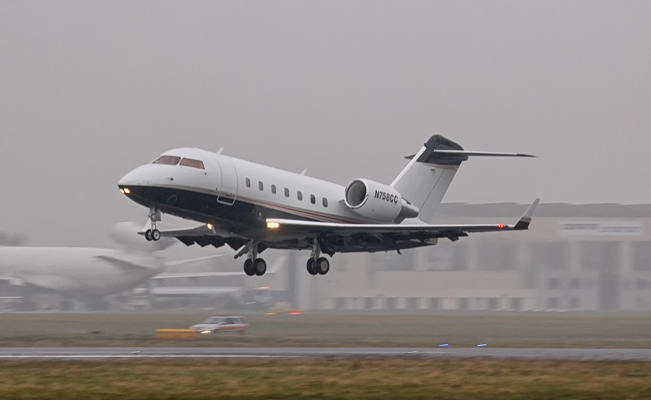 CBT Inc CL-600-2B16 Challenger 604 N758CC.<br /> By Jim Calow.