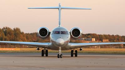VistaJet, Global 6000, 9H-VJF By Graham Miller.
