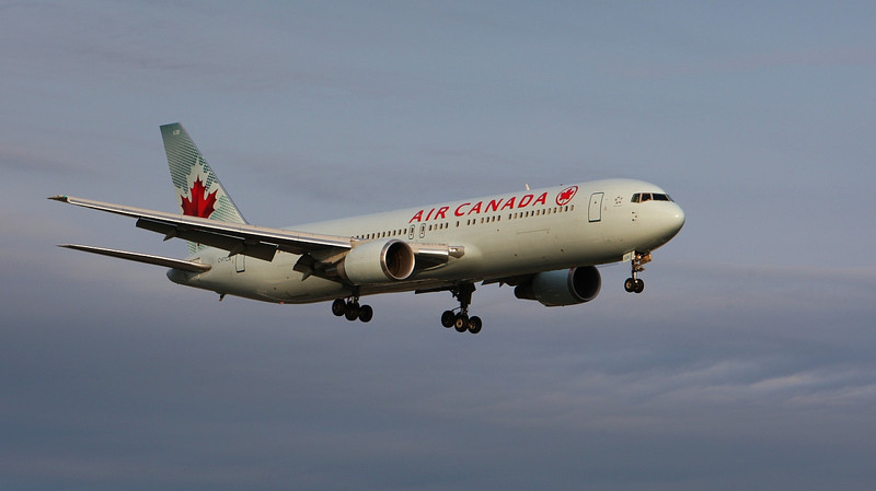 Air Canada B767 arriving 24R from Rome