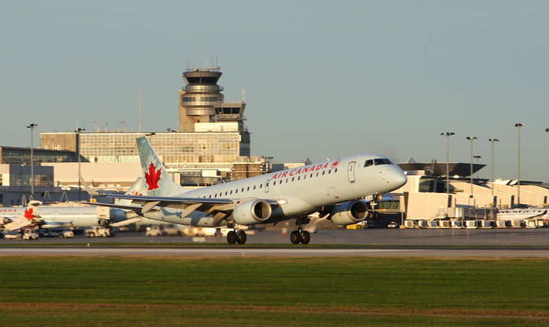 Air Canada Flight 165 from St. Johns  Embrear 190