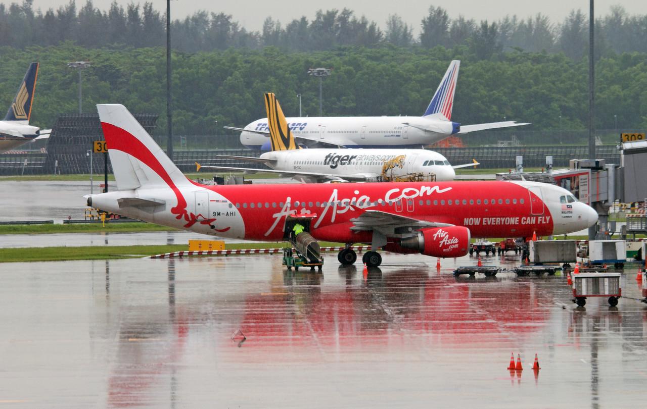 9M-AHI AIR ASIA A320