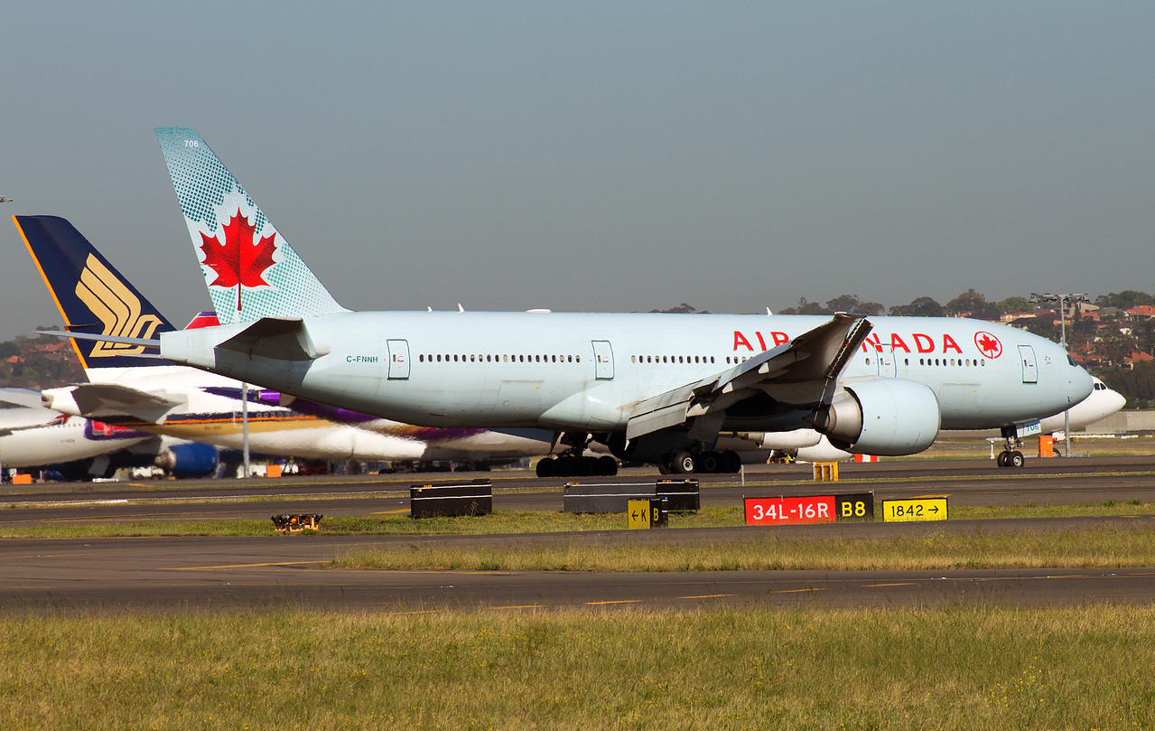C-FNNH AIR CANADA B777-200