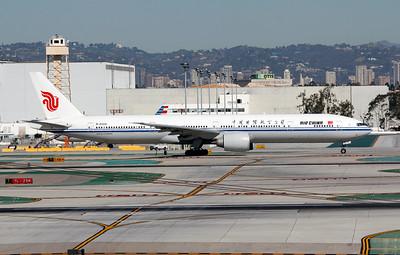B-2086 AIR CHINA B777-300