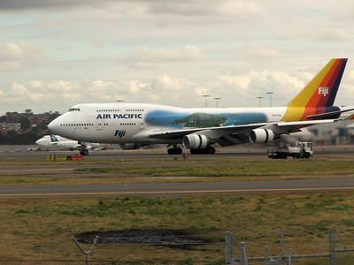 DQ-FJL AIR PACIFIC B747-400