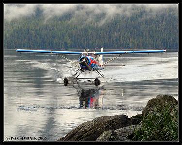 """DEHAVILLAND BEAVER"", landing at Anan, Alaska, USA-----""DEHAVILLAND BOBR"", pristava u Ananu, Aljaska, USA."
