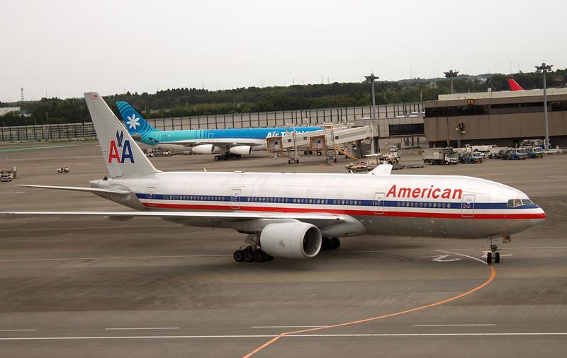 N780AN AMERICAN B777-200