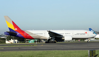HL7732 ASIANA AIRLINES B777-200