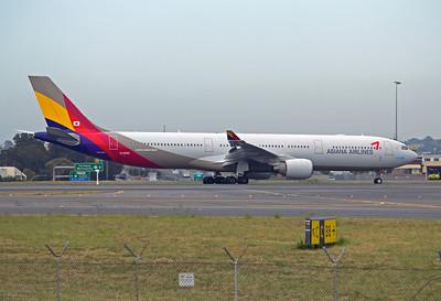 HL-8258 ASIANA A330-300