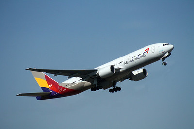 HL7756 ASIANA AIRLINES B777-200