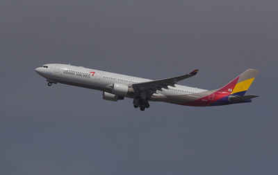 HL-7794 ASIAN AIRLINES A330-300