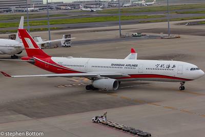 B-6097 SHANGHAI AIRLINES A330-300