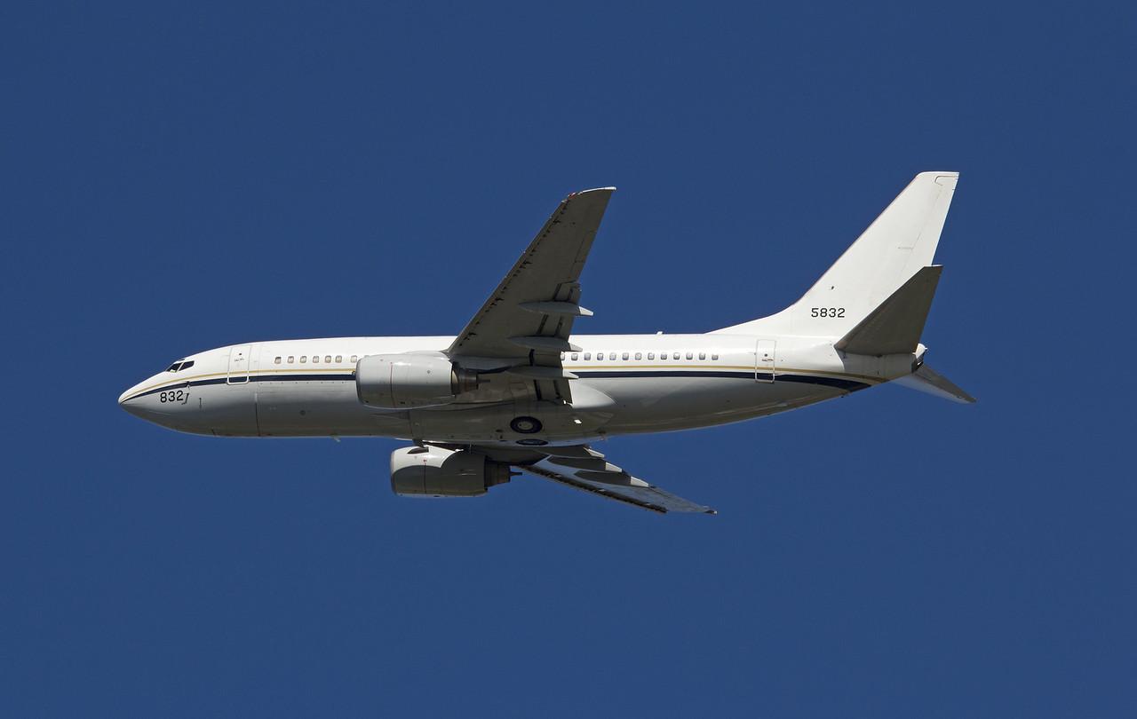 165832 US NAVY C-40A (B737-700)