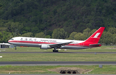 B-5018 SHANGHAI AIRLINES B767-300