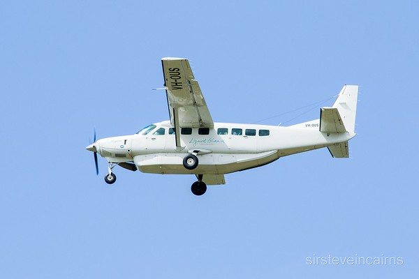 VH-OUS TOWNSVILLE AIRLINES  CESSNA-208