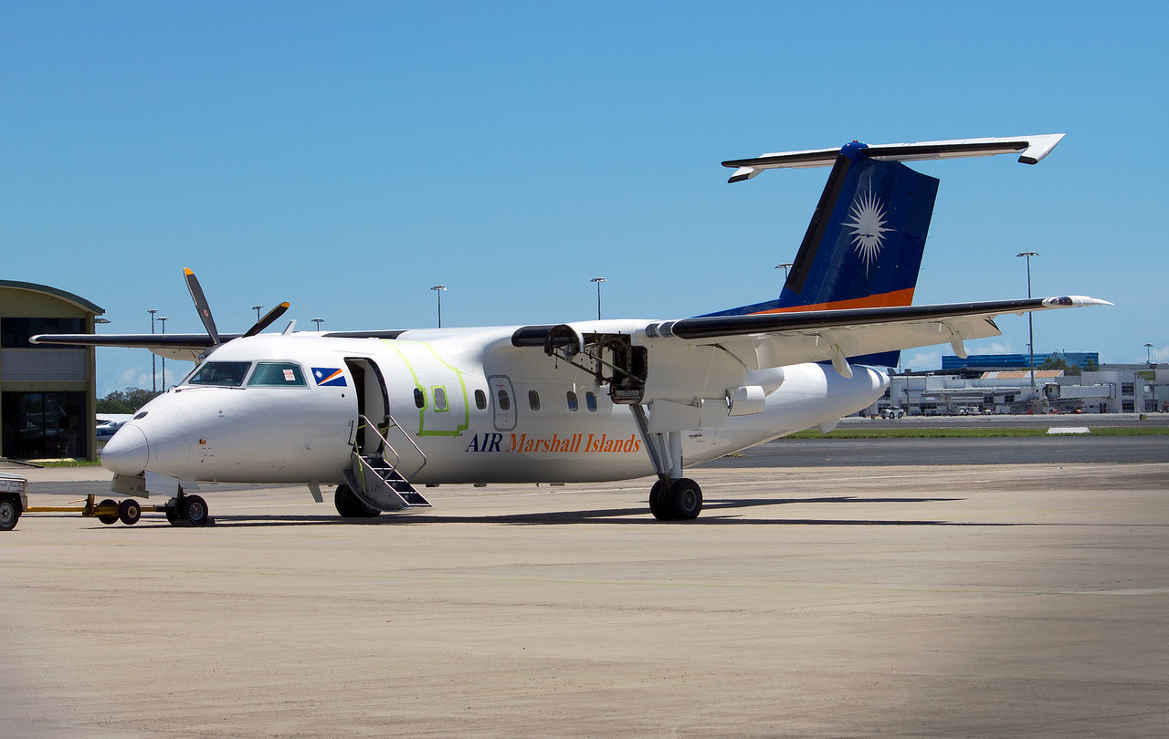 V7-0210 AIR MARSHALL ISLANDS DASH-8-300
