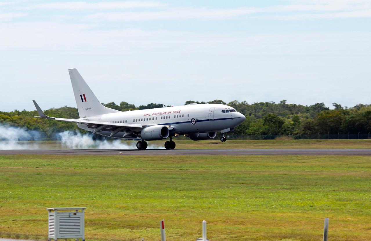 A36-001 RAAF B737-700 BBJ