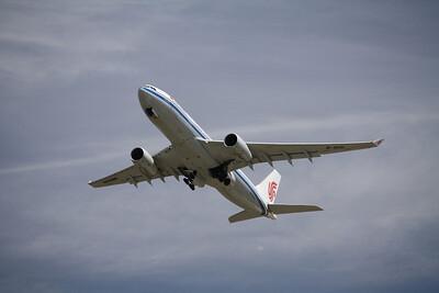 AIR CHINA Airbus A330-200 B-6131