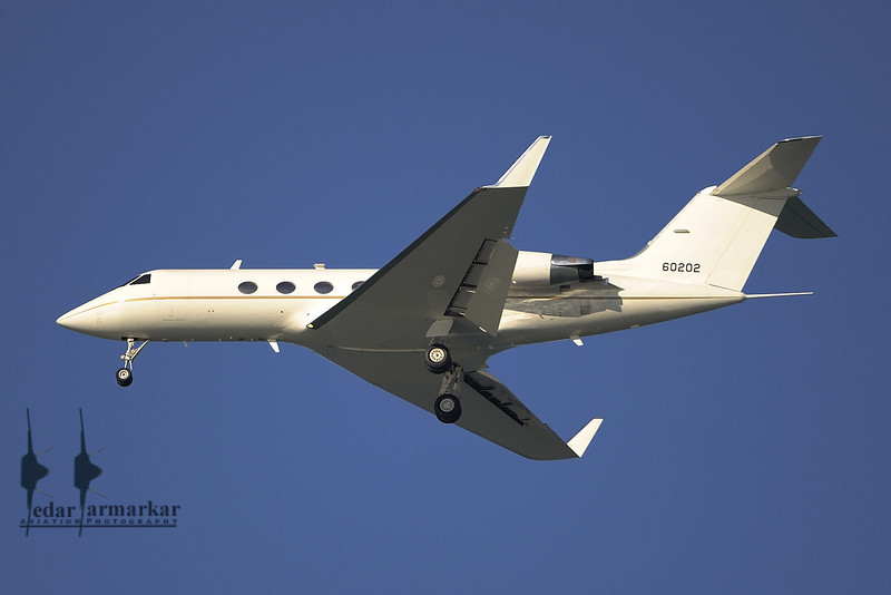 """Gulfstream C-20B (SAM5899) carrying the Speaker, landing at SFO. This aircraft used to be painted in """"Presidential Blue"""" colors before converting to the """"CIA White""""."""